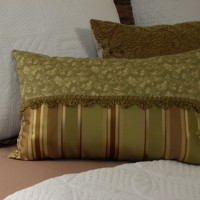 thumbnail--simple two fabric pillow