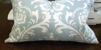how-to-sew-a-basic-throw-pillow-27