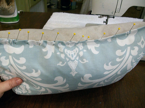 How to sew a basic throw pillow (decorative cushion)