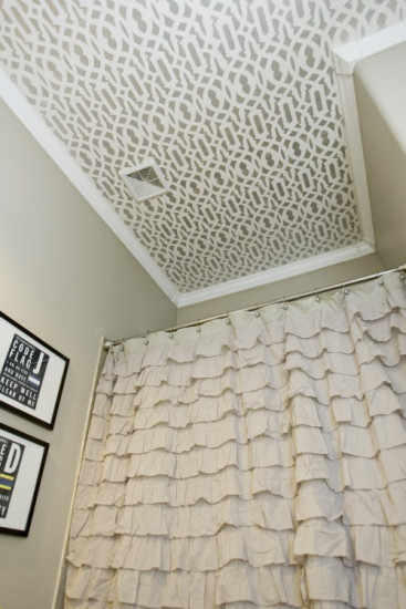 Bathroom ceiling with stenciled trellis design