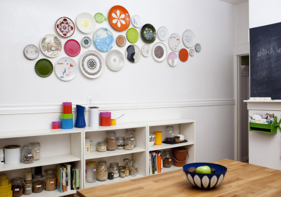 Colorful free form plate wall in kitchen