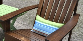 Step-by-step instructions for making a weather-resistant outdoor pillow with zipper enclosure