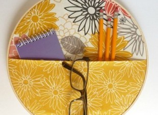 inspiration files--no sew fabric wall pocket organizer from abernathy crafts