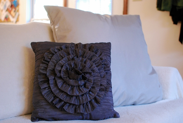 How To Make A Throw Pillow With Ruffle : 30 DIY Decorative Pillow Tutorials